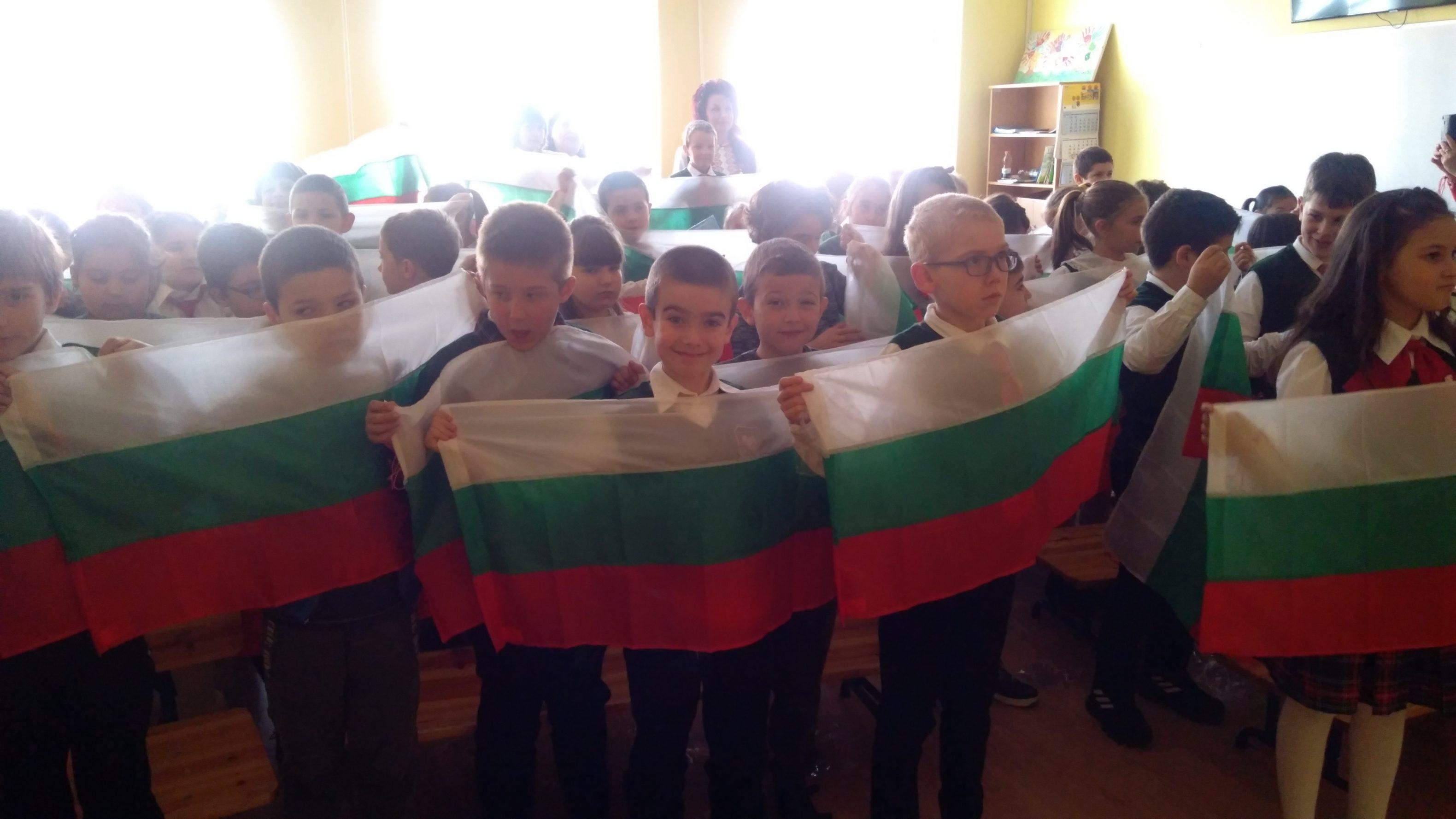 Български знамена за   Националния празник – 3 март
