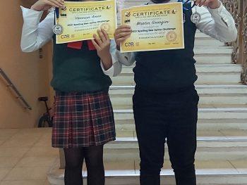 """Ученици от НУ""""Иванчо Младенов"""" с медали и подаръци от национален конкурс по спелуване на английски език"""